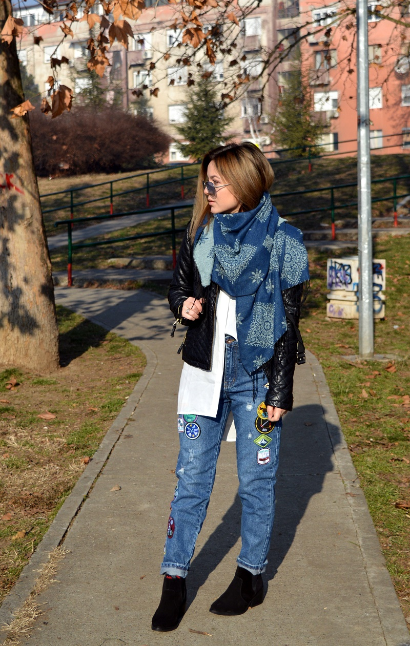 outfit styling jeans with patches