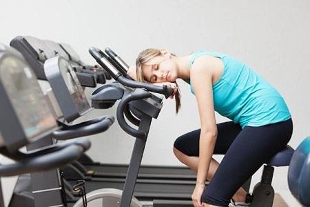Chia sẻ hiểu biết về một số thói quen khiến cho đôi chân của bạn trở lên xấu