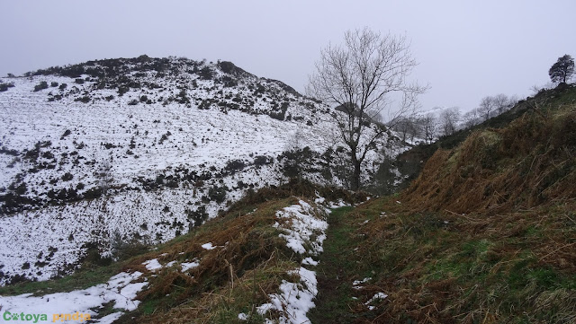 Ruta circular al Pico Horru, techo del concejo de Belmonte, en la Sierra de la Manteca