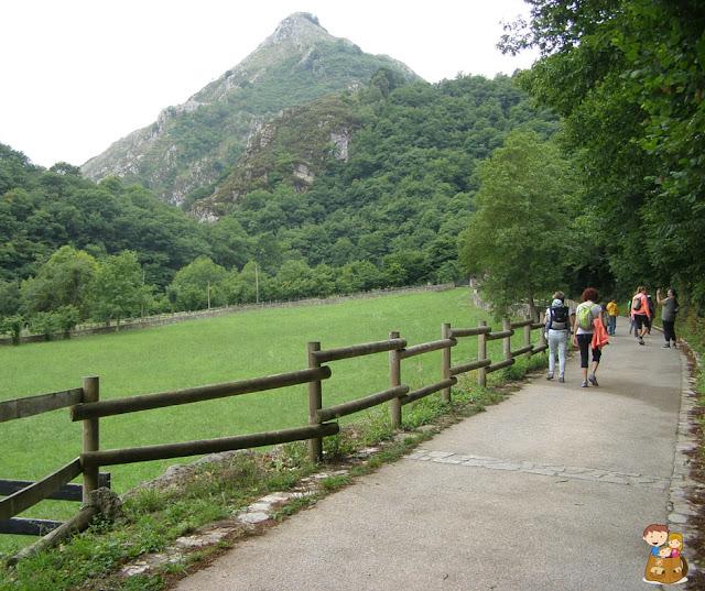 ruta del alba el trasgu la fronda parque natural de redes senderismo con niños Asturias