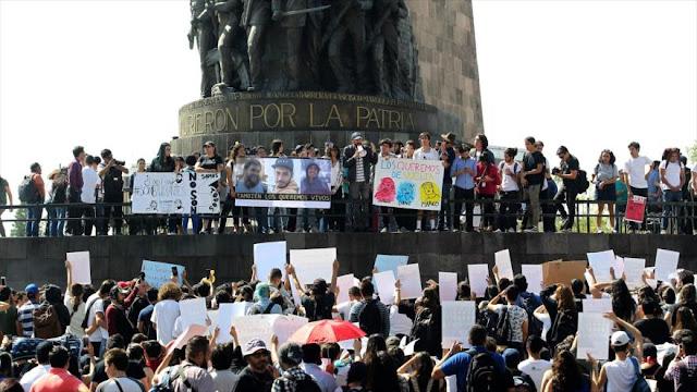 Protestan en México por la desaparición de cuatro estudiantes