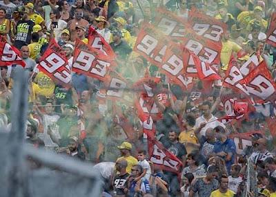 Rossi Fumi Italia Bisa Damaikan Rossi, Marquez dan Lorenzo?