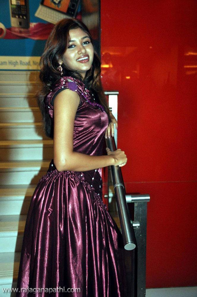Indian Actress Kalavani Tamil Actress Oviya Boobs Press -6756
