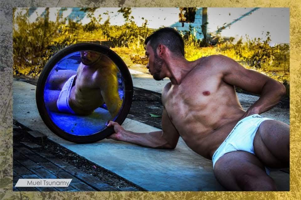 New face Douglas Araújo posa para ensaio inspirado em Narciso. Foto: Muel Tsunamy