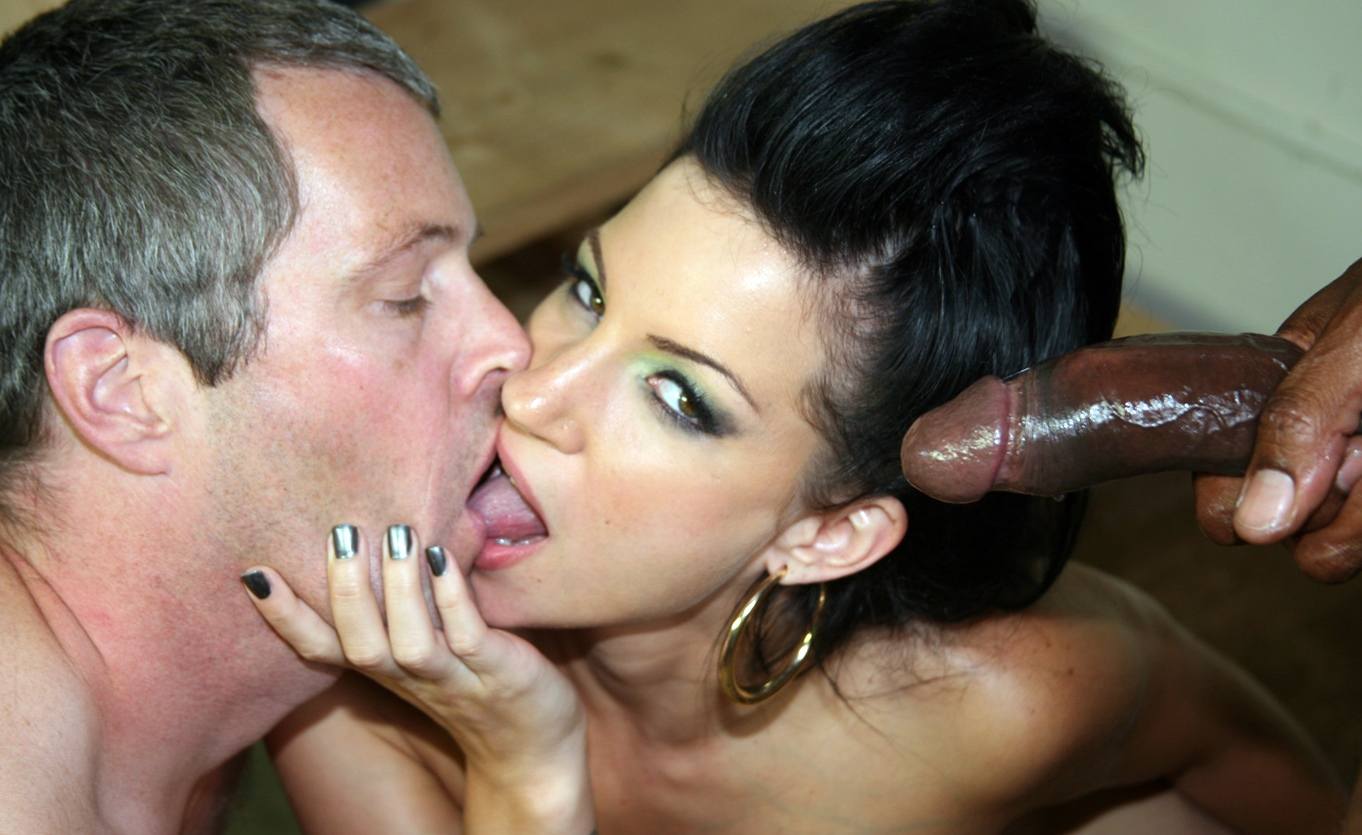 Порно муж сосет член негра