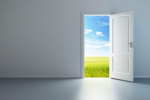 A graça de Deus oferecida a nós é uma porta por onde pode passar todo tipo de gente