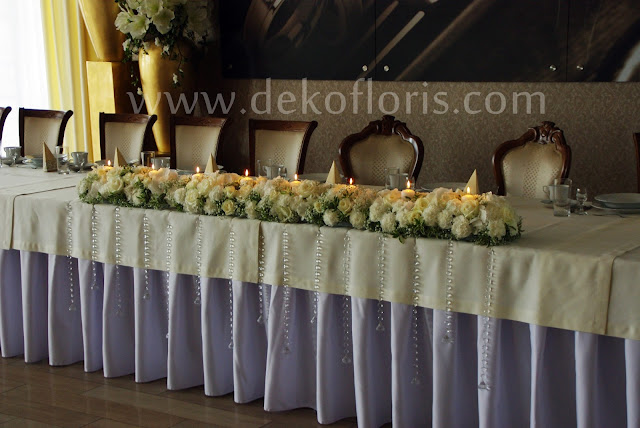 dekoracja wesele białe kwiaty Komorno - stół młodych