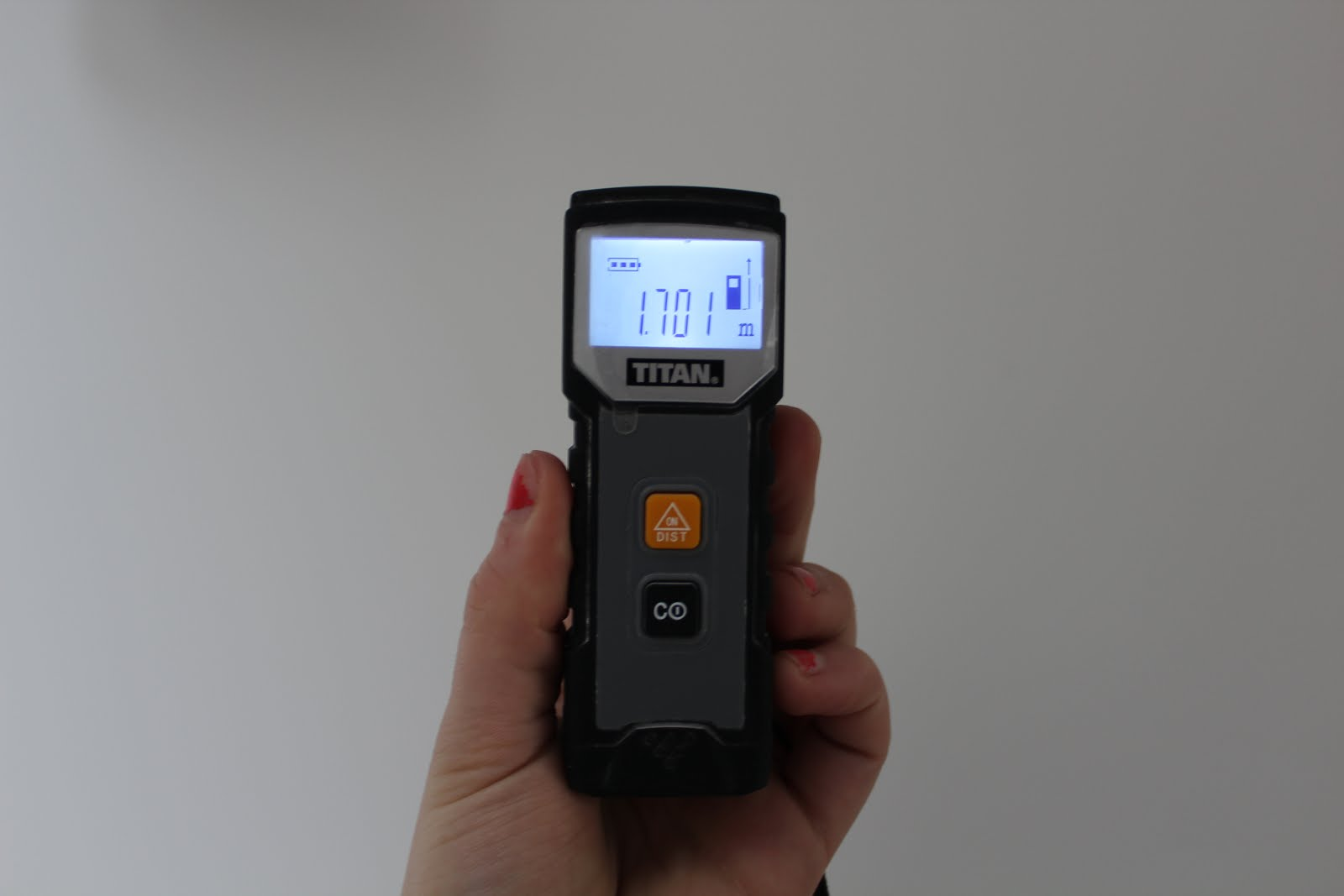 how to use a laser distance measure