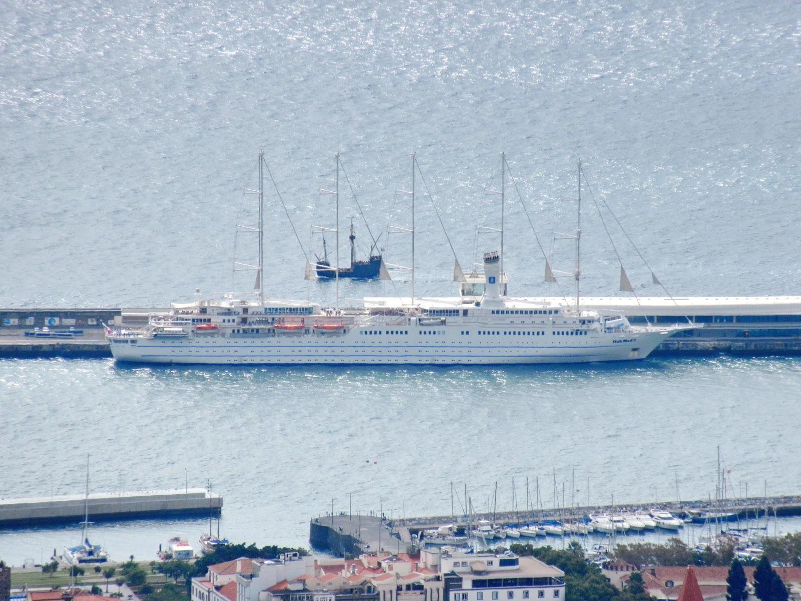 barcos à vela bem distintos