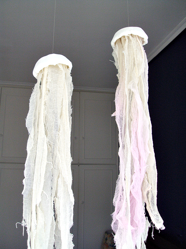 Gorgeous jelly fishes diy