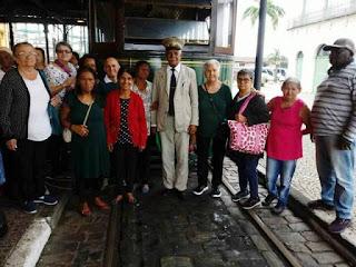 Terceira idade de Miracatu visita a cidade de Santos