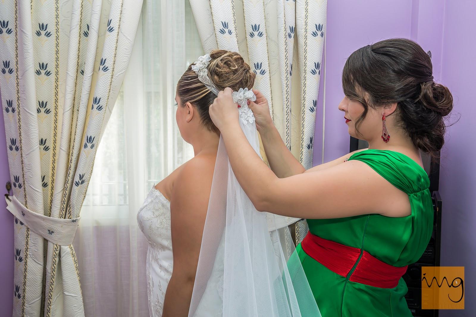 Preparativos de la novia, el velo