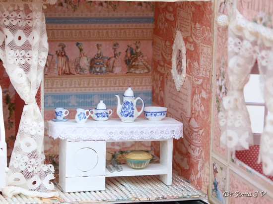 Crafters Corner Graphic 45 Victorian Doll House