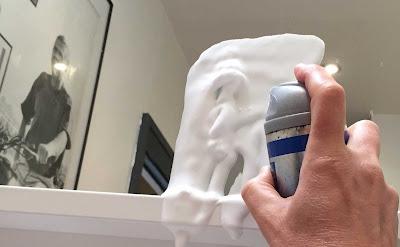 Làm sạch gương bằng nước cạo râu