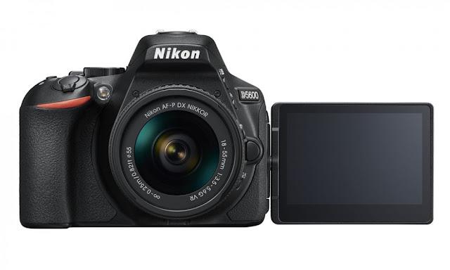 Fotografia della Nikon D5600 con il monitor orientabile