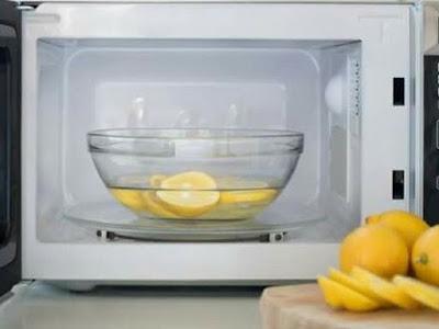 Petua Bersihkan Microwave Paling Mudah