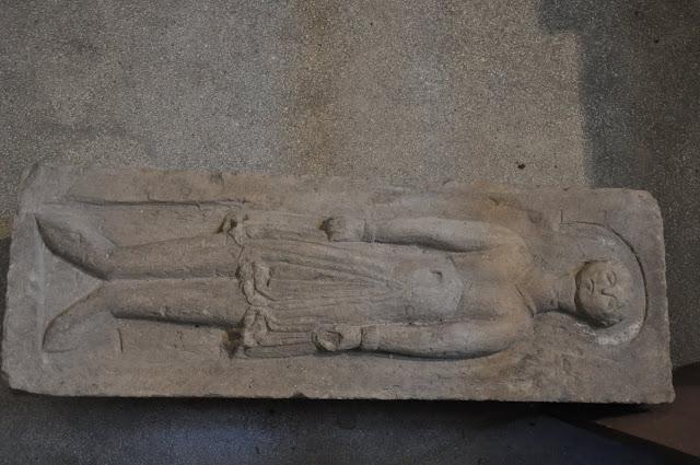 Kolegiata wiślicka - romański detal kamienny - płyta grobowa