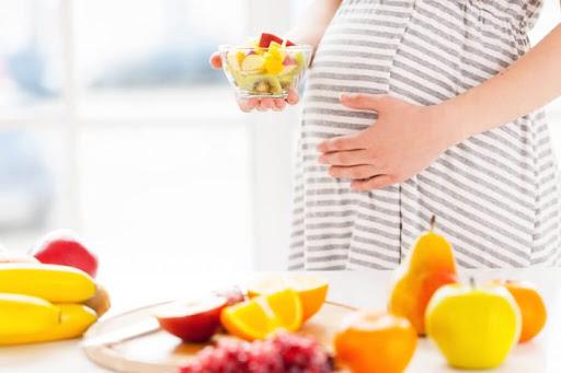 10 Makanan yang Tidak Boleh Dimakan Saat Hamil Muda