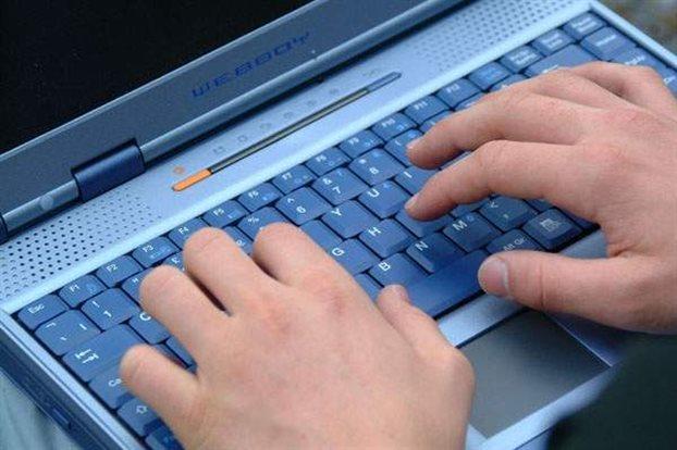 Ωλένια Νευρίτιδα: Προκαλεί μερική παράλυση της παλάμης και των δακτύλων από τη πληκτρολόγηση