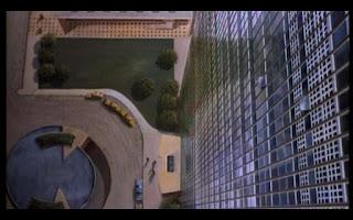 Plano cenital edificio ONU con la muerte en los talones