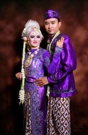 Gaun Pengantin Muslimah Warna Ungu