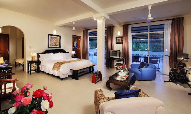 Phòng ngủ không kém phần hiện đại