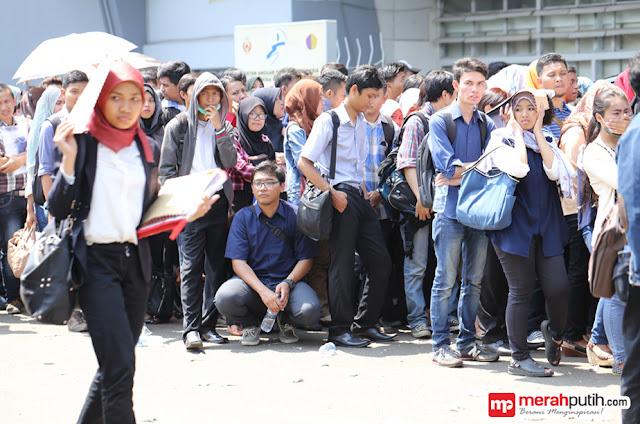 Mayoritas Masyarakat Indonesia Sulit Cari Kerja di Era Jokowi-JK
