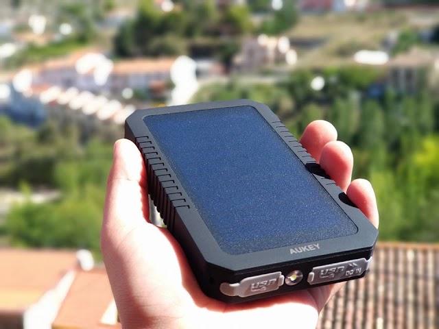 [Reseña] Aukey PB-P8, una Batería solar con un Diseño Resistente