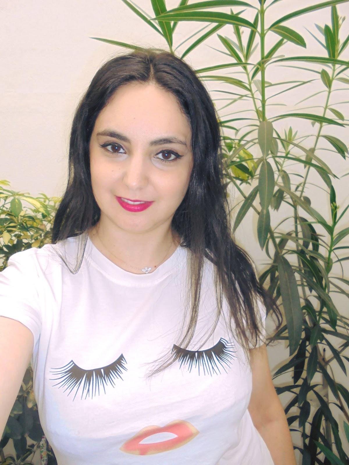 9c3cb151e38ff Camiseta pestañas y boca de Ebay