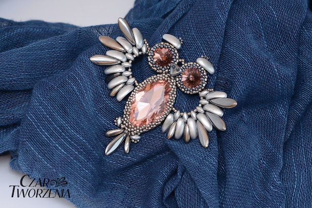 Broszka sowa koraliki srebrna
