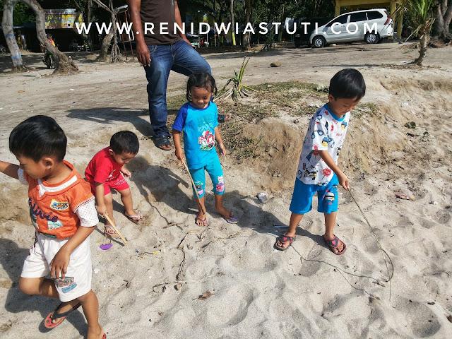 http://www.renidwiastuti.com/2018/05/tanjung-papuma-pantai-cantik-nan.html
