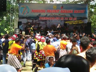 Dandim 0804 Hadiri  Panggung Prajurit Dalam Rangka Hut TNI AU Ke-72  Di Taman Ria Lanud Iswahjudi