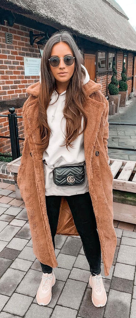 Find casual outfits winter to spring casual outfits and celebrity casual outfits. See 28 Best Comfy Casual Outfits to Wear Every Day of February. party outfits casual | casual autumn outfits | casual fall outfits | casual tshirt outfit | Casual Fashion via higiggle.com #fashion #stle #casualoutfits #comfy