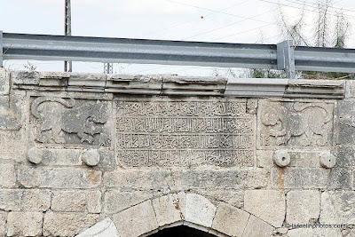 גשר לוד או בשמו הנוסף גשר ג'ינדאס הינו גשר מהתקופה הצלבנית (1099-1260) הבנוי על אפיקו של נחל אילון, בצפונה של העיר לוד