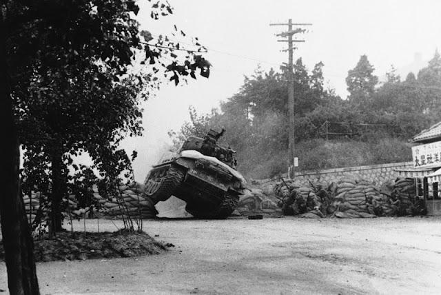 Tanque norteamericano entrando en la afueras de Seúl