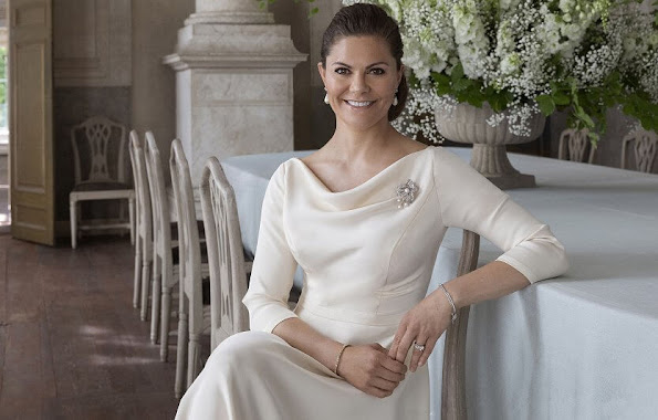 Crown Princess Victoria wore white drop pearl earrings, and pearl diamond brooch. Princess Sofia, Princess Madeleine and Princess Estelle