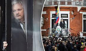 Výsledek obrázku pro foto assange ekvador