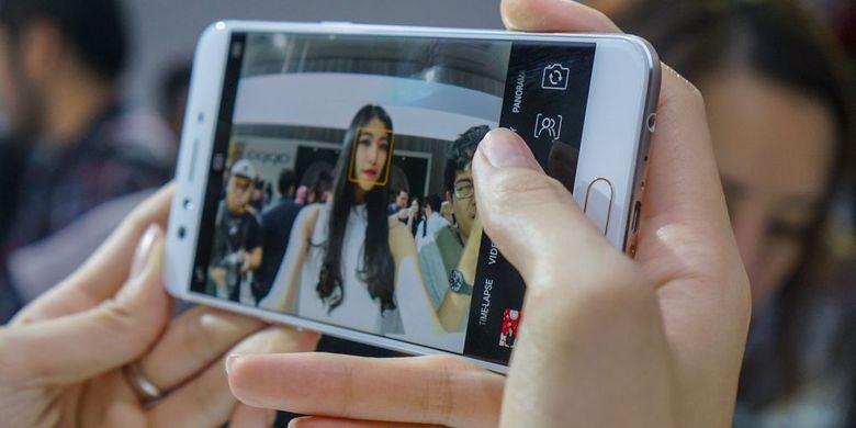 "Smartphone ""Dual-Selfie"" Oppo F3 Plus"