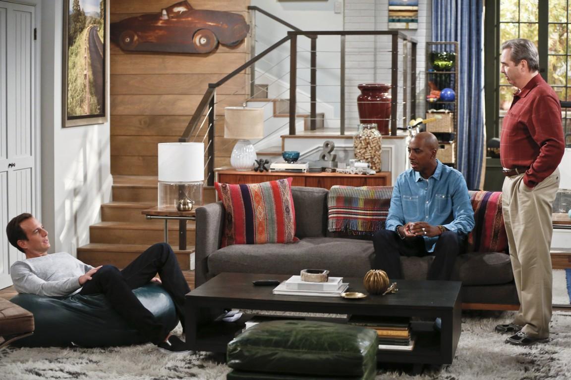 The Millers - Season 2 Episode 08: Papa Was A Rolling Bone