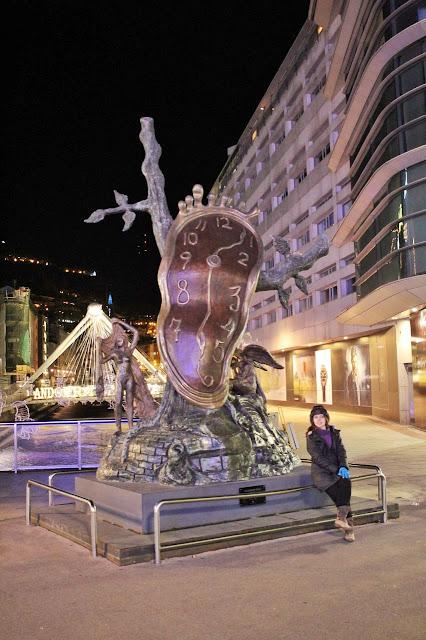 """Monumento """"Nobreza do Tempo"""" de Salvador Dalí, no centro de Andorra-a-Velha."""