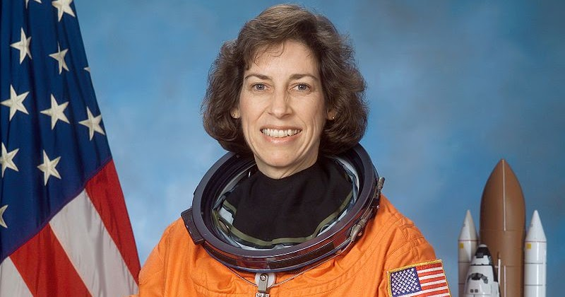ellen ochoa on space shuttle discovery - photo #11