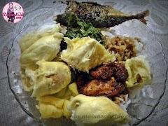 Makan Nasi Berlaukkan Durian