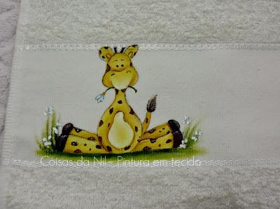 toalha pintada com girafa