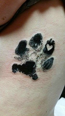 tatuajes de patitas de perro belagoria la web de los tatuajes. Black Bedroom Furniture Sets. Home Design Ideas