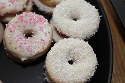 http://susis-fadensalat.blogspot.de/2016/04/donuts-zur-verlobung.html
