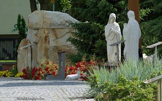 http://fotobabij.blogspot.com/2016/02/ogrod-biblijny-puawy-grota-zdjecie-na.html