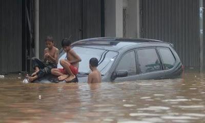 tips mobil kena banjir
