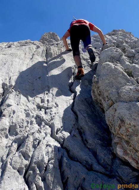 Subida a las Torres Areneras y a las Cuetos del Trave, pasando por el Refugio de Urriellu y el de Cabrones, en el Macizo Central de Picos de Europa.