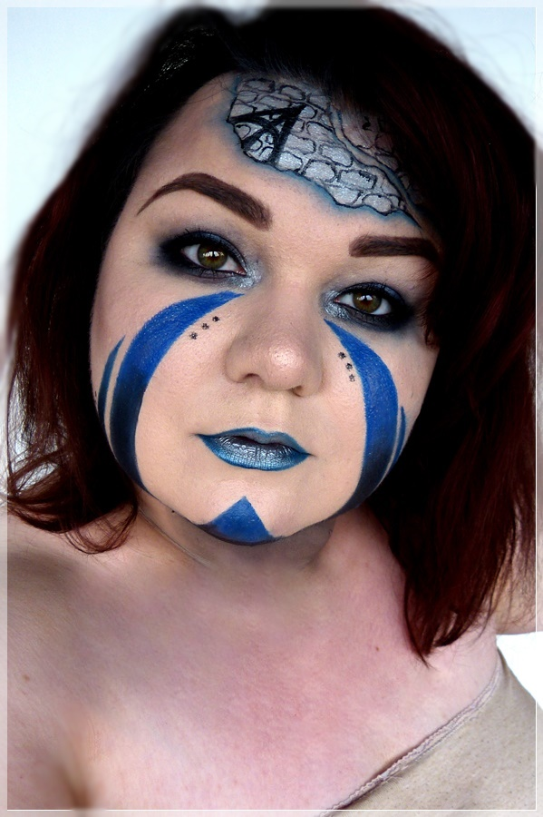 kreativer blauer Makeup Look
