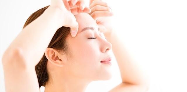El yoga facial es un método terapéutico basado en el trabajo de los músculos del rostro que nos ayuda a relajarnos y con el que ganaremos serenidad y elasticidad en la piel.